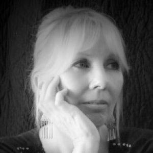 Profile photo of Lynda